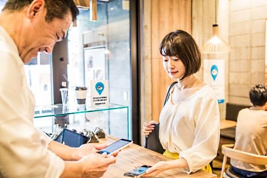 アマゾンジャパンは9月18日、コンビニエンスストアや駅の宅配ロッカーなどで商品が受け取れる宅配ロッカー「Amazon Hub」を日本に導入