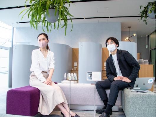 新規事業開発グループの田村陽平グループマネジャー(右)と、 諸町実希氏