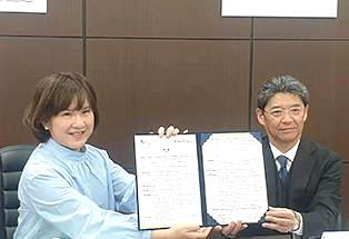 台湾最大のECモール運営会社であるPChomeグループ傘下の比比昂の羅薇琳(Lo Wei-Ling)社長、SGHグローバル・ジャパンの小山彰社長