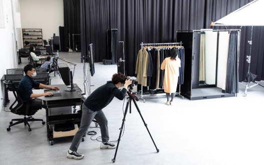 ファーストリテイリングは有明本部を改装、撮影スタジオ、Web制作専用ワーキングスペースなどを設置